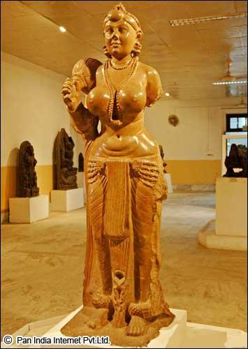 didarganj Yakshi statue