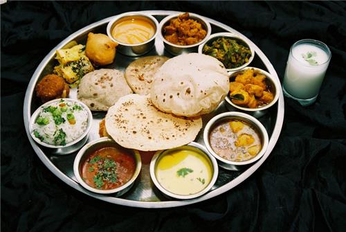Items served in Punjabi Thali