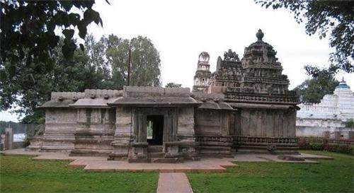 Kedareshvara Temple in Shikaripura