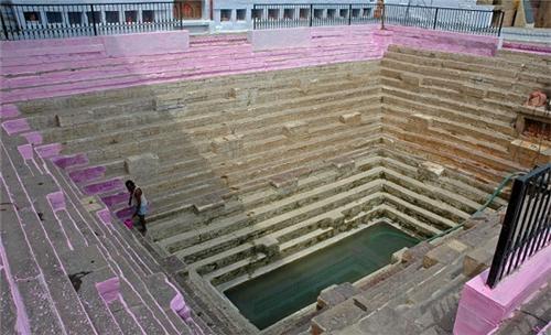 Manikarnika Kund Varanasi