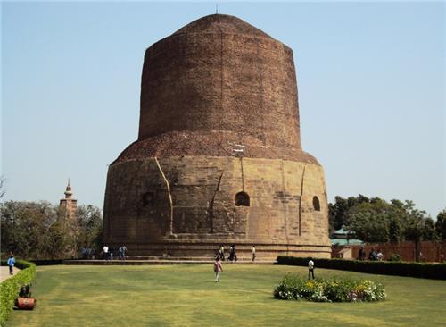 Famous Monuments in Varanasi