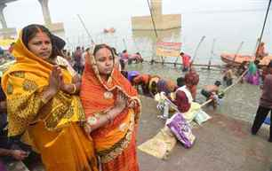 Four-day long Chhath Puja celebrations conclude with oblation to rising Sun