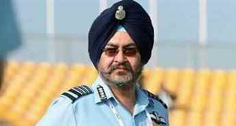 IAF chief leads 'missing man' formation in MiG-21