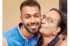 Hardik Pandya's father dies of heart attack