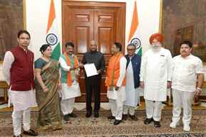 BJP delegation meets President Kovind over Murshidabad triple murder case