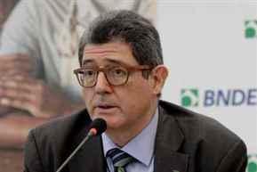 Brazil development bank chief quits, fueling political crisis