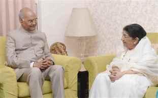 લતા મંગેશકરની મુલાકાત લેતા રાષ્ટ્રપતિ રામનાથ કોવિંદ