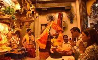 मिलिंद देवरा सिद्धीविनायकाच्या दर्शनाला, आंबेडकर व शिवरायांनाही अभिवादन