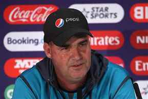 Wanted to 'commit suicide' after India loss,says Mickey Arthur