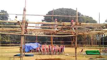 সময় কম, পুজোর বায়না মেটাতে ব্যস্ত মণ্ডপশিল্পীরা